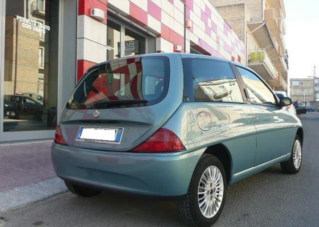 Lancia y 1 2 elefantino blu pendolino srl for Interno ypsilon elefantino